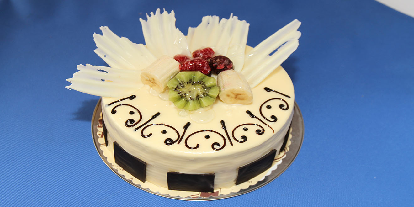 meyve bahçesi beyaz çikolatalı pasta